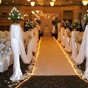 Ways To Spruce Up Your Wedding Aisle Runner