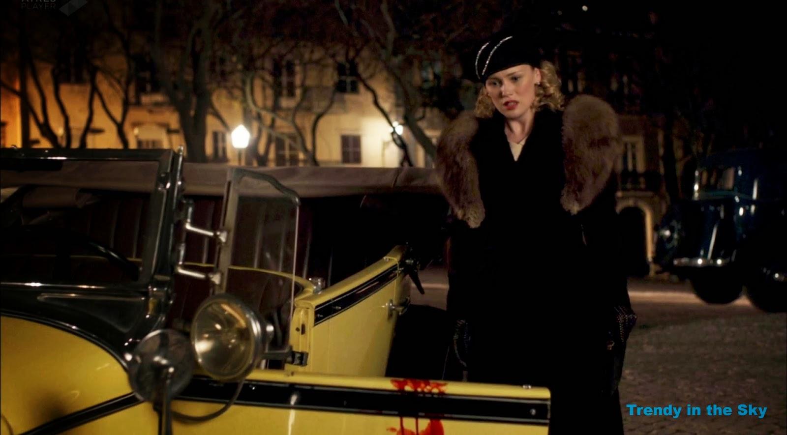 Rosalinda Fox abrigo. El tiempo entre costuras. Capítulo 10