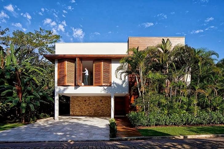 Facade of Contemporary Iporanga House by Patricia Bergantin Arquitetura
