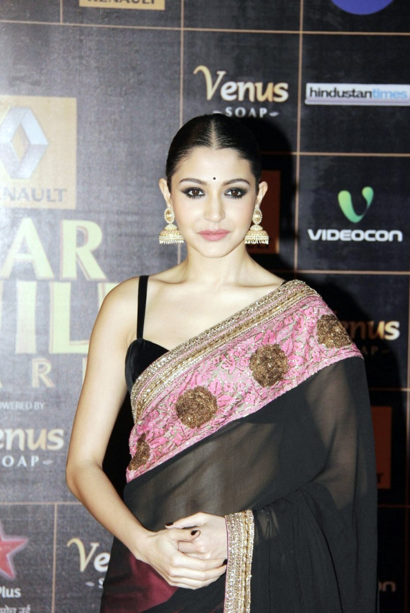 bollywood Actress Anushka Sharma Black Saree Photos