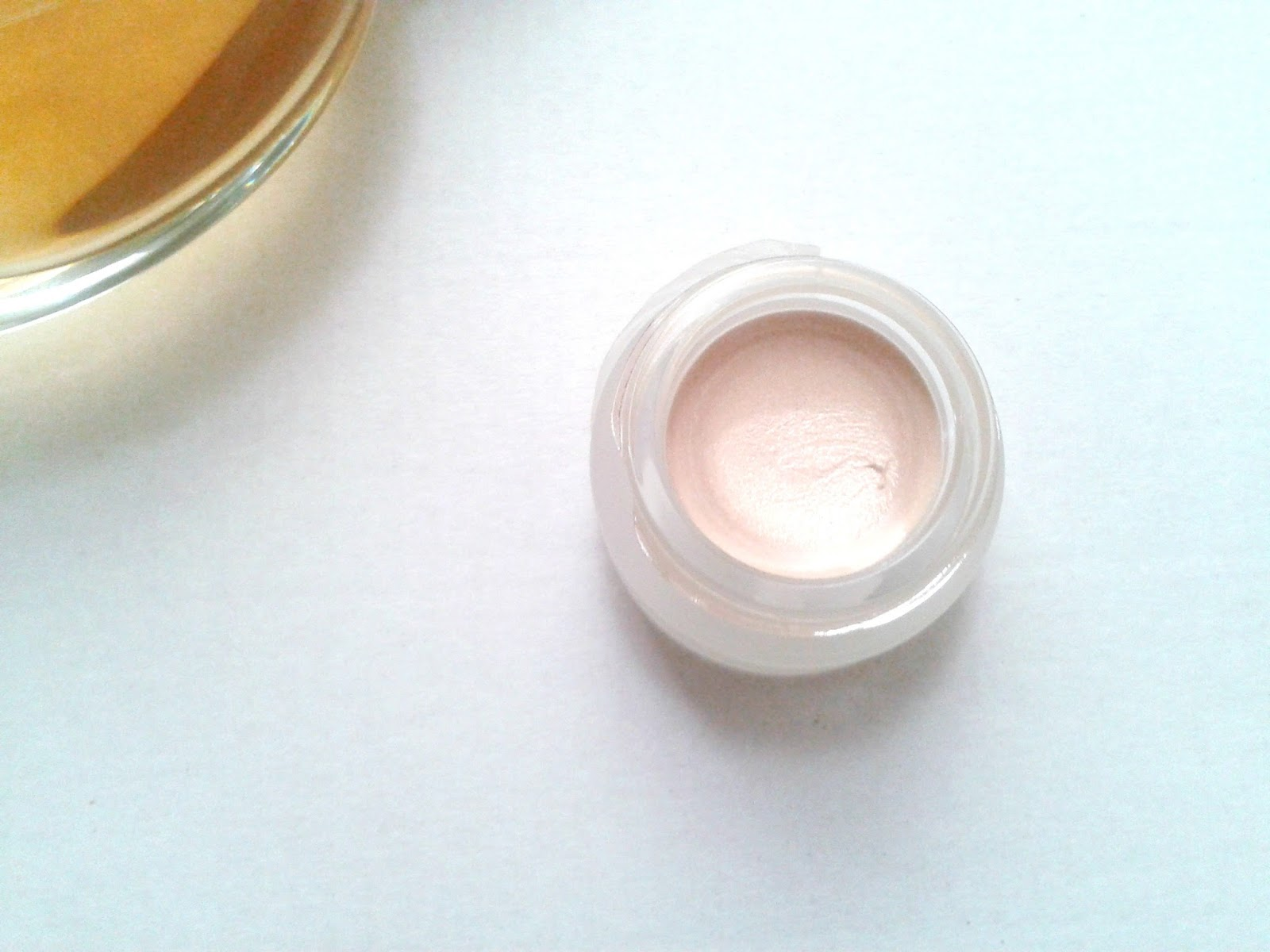 A picture showing the consistency of Topshop Highlighter