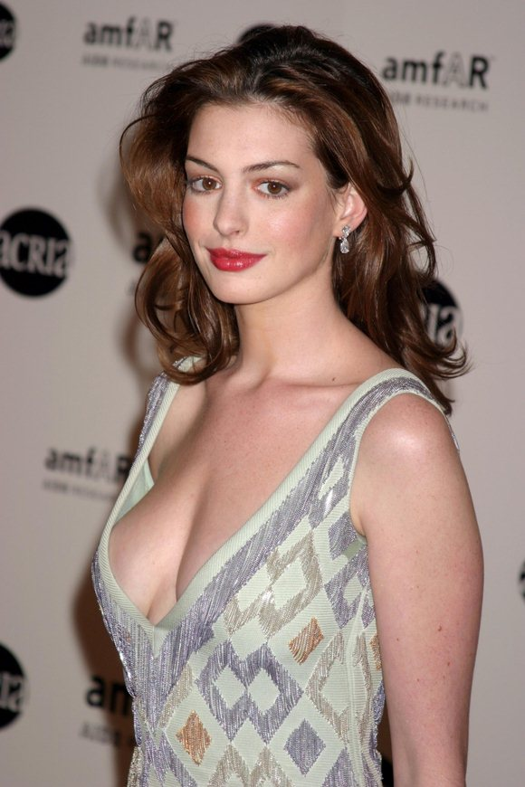Anne Hathaway Net Worth, Biography, Income, Husband, Car ...