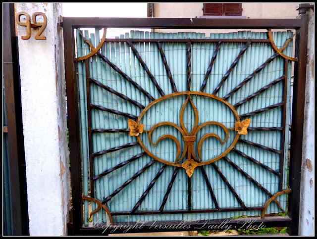 Portail fleur de lys Versailles Porchefontaine
