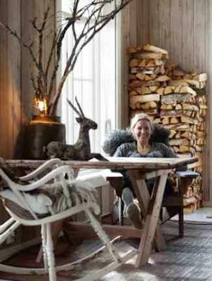Skandynawski design i dekoracja ze szczap drewna kominkowego