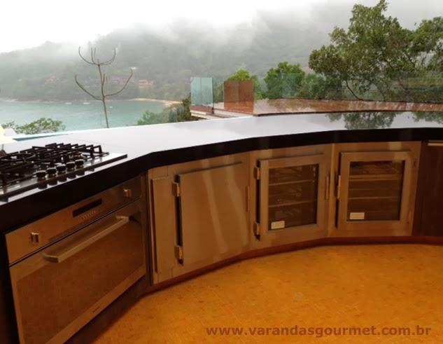 balcão refrigerado com 2 portas em vidro refrigeradas e 1 porta freezer