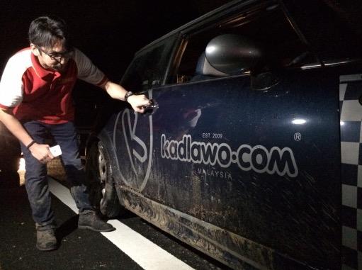 Detik Cemas Kereta Hanyut Dibawa Arus Ketika Tanah Runtuh