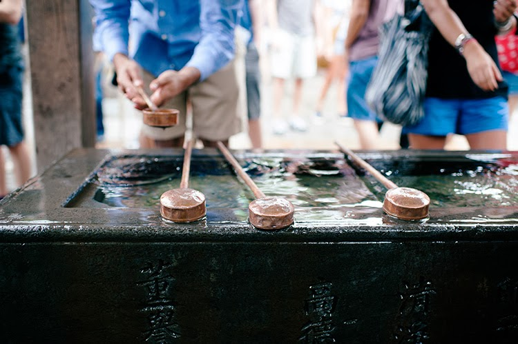 visiting temples in Tokyo Japan