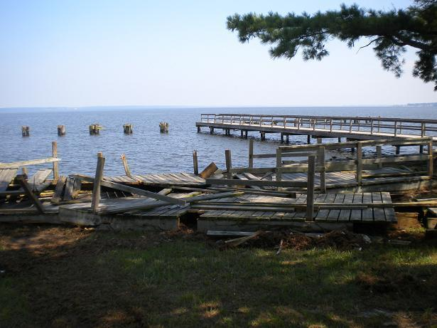 Ross barnett reservoir storm destroys fishing pier for Ross barnett reservoir fishing report