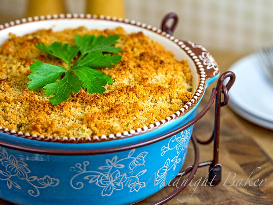 Broccoli Swiss Casserole #SideDishRecipes #BroccoliCasseroles #BroccoliCheeseCasseroles #temptationsbakeware