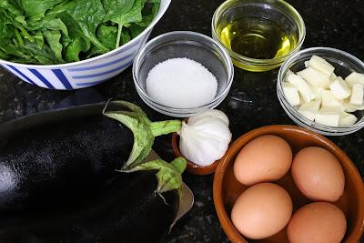 Ingredientes para revuelto de espinacas, berenjenas y queso