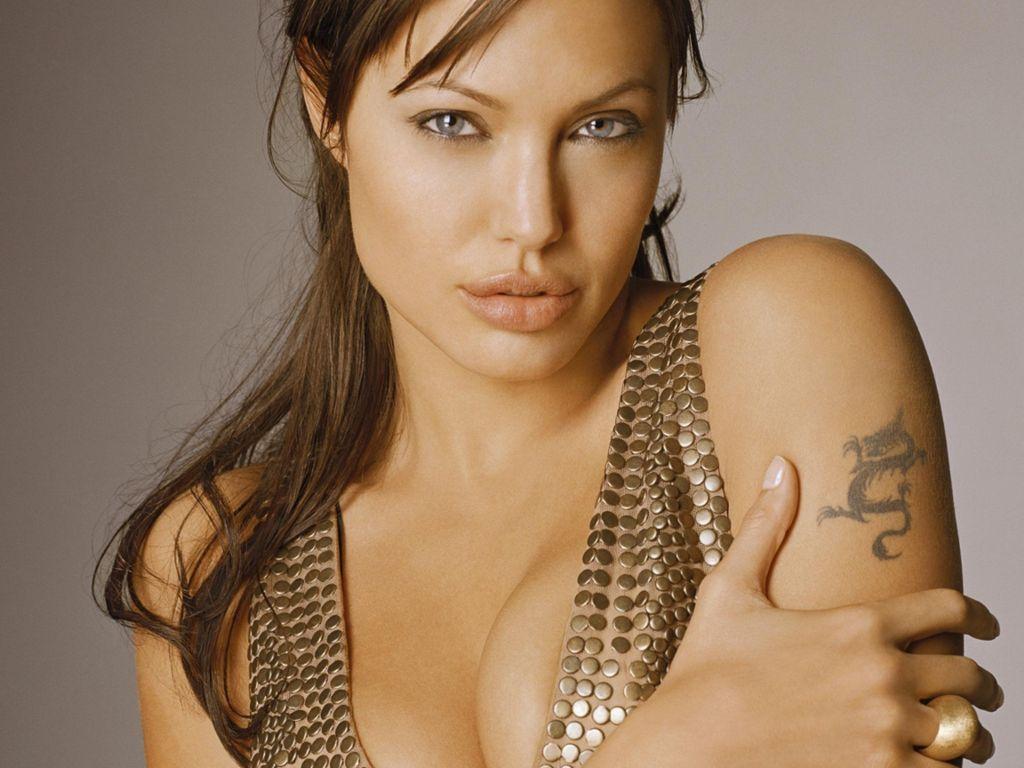 http://4.bp.blogspot.com/-eC2WsMM37Tg/Tdnsvtpv5oI/AAAAAAAABAE/EbbJvIozk9s/s1600/Angelina-Jolie-141.JPG