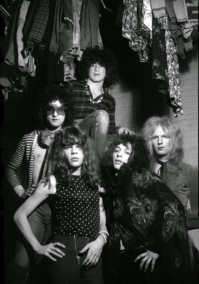 40 Classic Pictures Of The New York Dolls In The 1970s