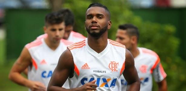 Flamengo e Flapress soltam nota em defesa de jogador envolvido com milicianos no Rio