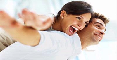 6 Alasan Yang Membuat Wanita Jatuh Cinta Pada Pria Humoris