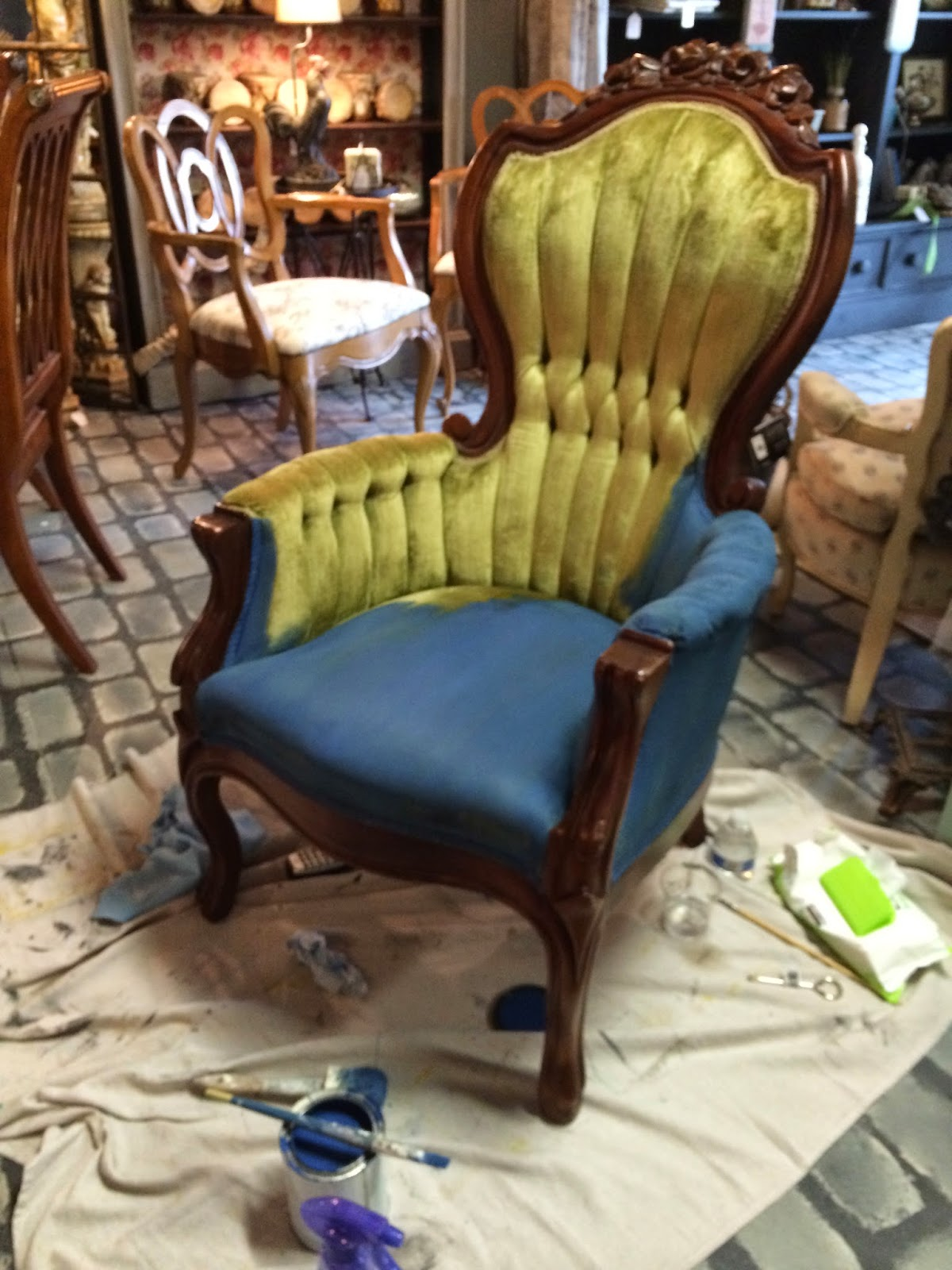 Maison decor how to paint velvet chairs with chalk paint for Maison decour