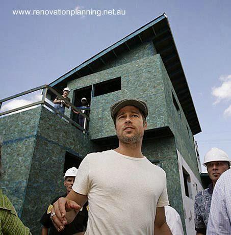 Brad Pitt visitando obra de arquitectura residencial en construcción