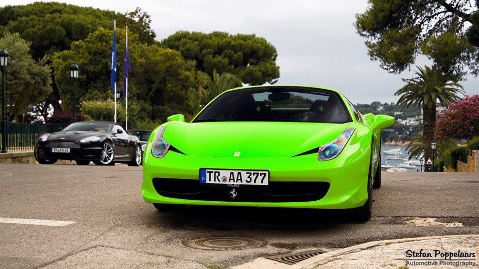 Photo Fluorescent Green Ferrari 458 Italia