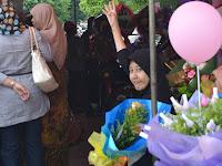 Gua Cuti Jual Bunga untuk Pelajar