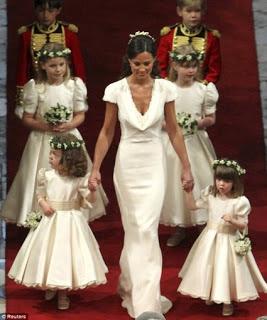 quatro damas de honra e a noiva