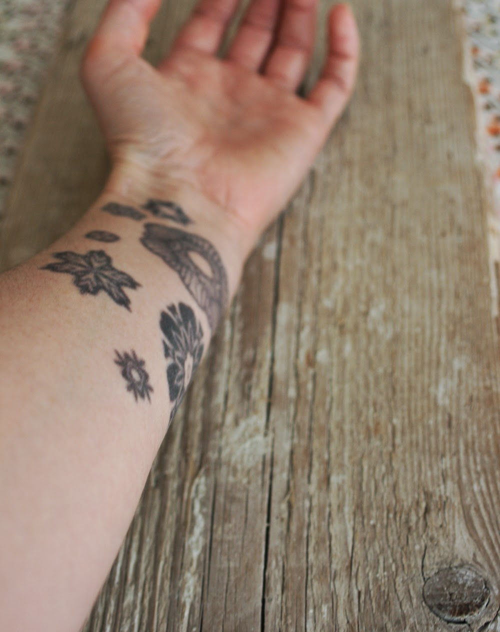 https://www.etsy.com/listing/192513813/seven-stars-temporary-tattoos?ref=shop_home_active_1&ga_search_query=tattoos