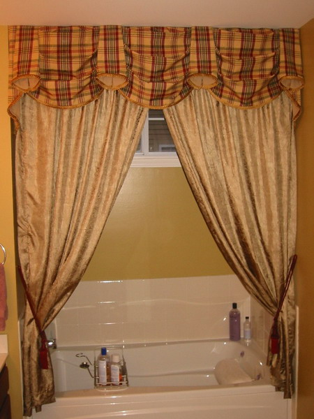 Choosing The Best Shower Valances That Coordinates With Your Bathroom Decor Home Design Ideas