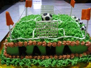 Gambar Kue Ulang Tahun Anak Laki-Laki Tema Lapangan Bola
