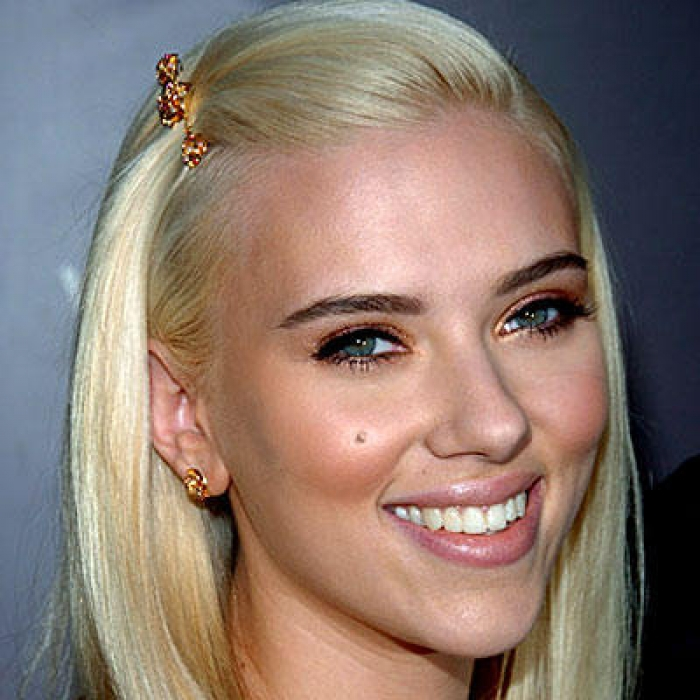Blonde Hair And Dark Eyebrows The Hairstyle 9