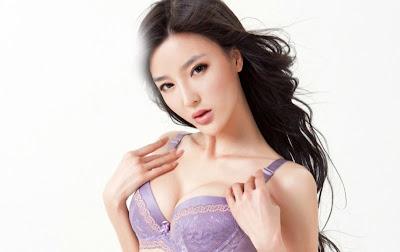 Model Li Ying Zhi Pakai Busana Seksi bikin Cenat Cenut
