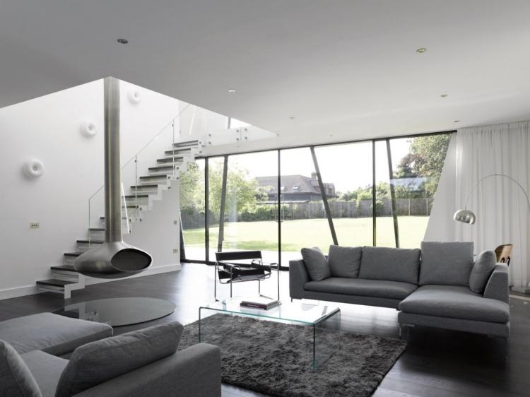 Linda sala en gris y blanco  Un gran espacio en colores grises con