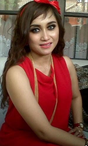 TEPUK JIDAT!! Tubuh Montok, Istri Ahmad Fathanah Demen Dress Ketat