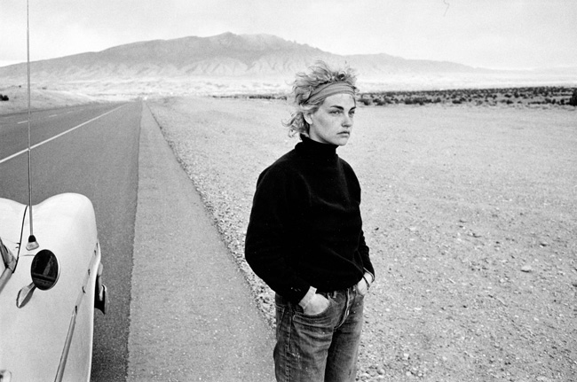 masters of photography : Danny Lyon : photo of girl at highway