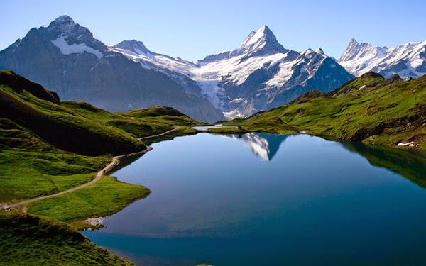 Gambar Pemandangan Gunung danau di Dunia
