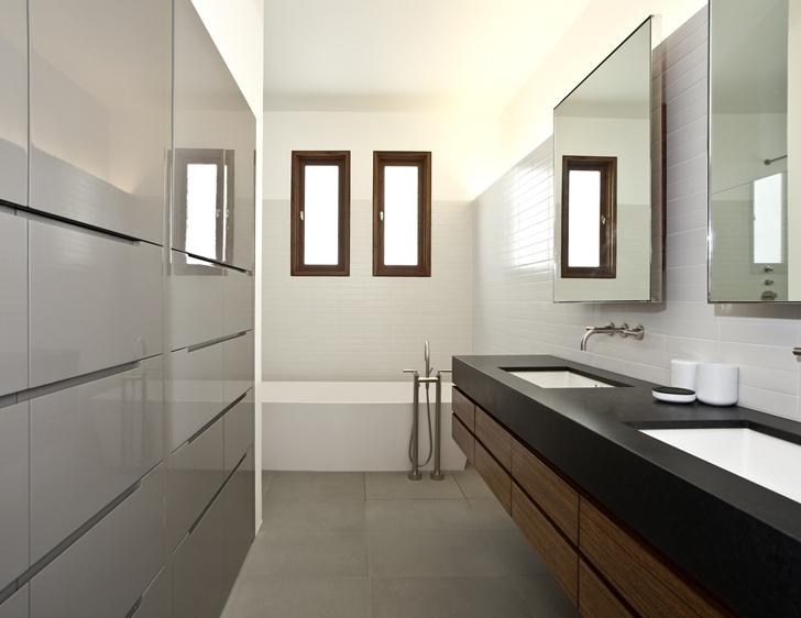 Bathroom in CORMAC Residence In California