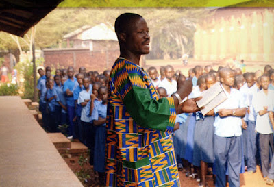 Los catequistas ayudan a los misioneros en su labor evangelizadora