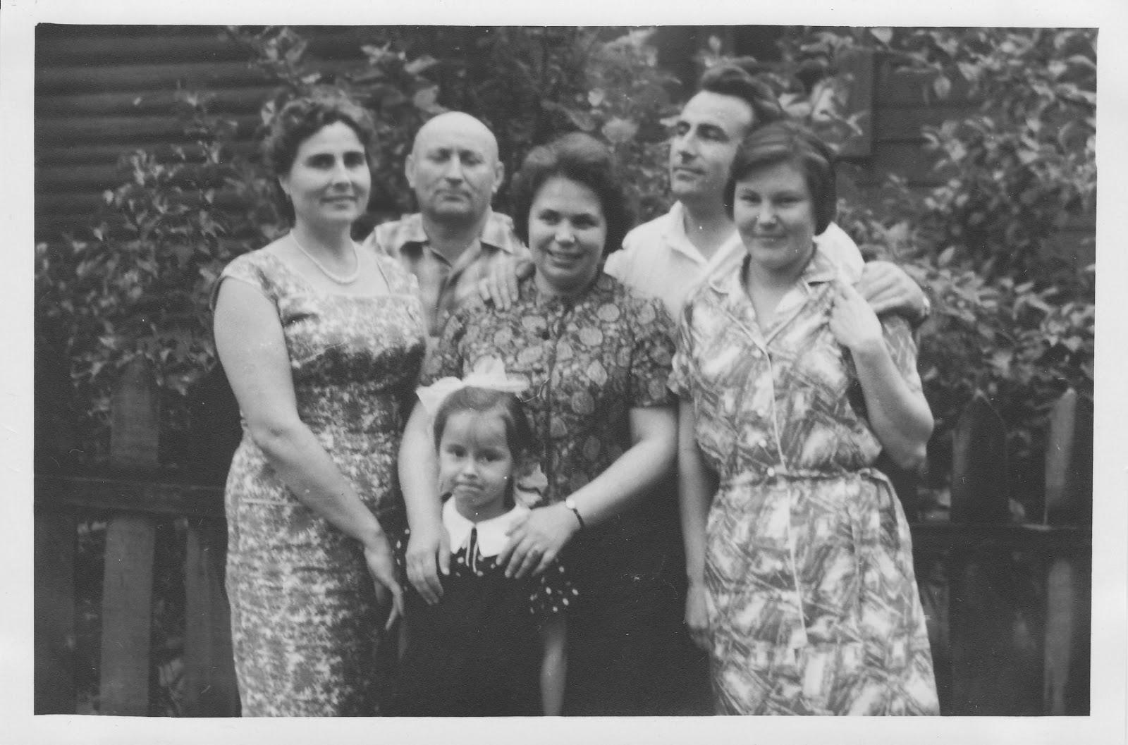 Старые тётки с мальчиками 17 фотография