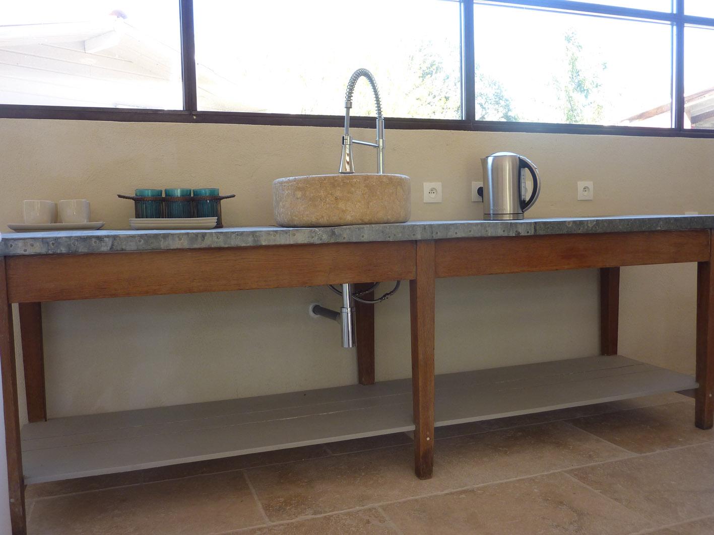 Installation tringles a rideaux et stores a commandes for Table de drapier salle de bain