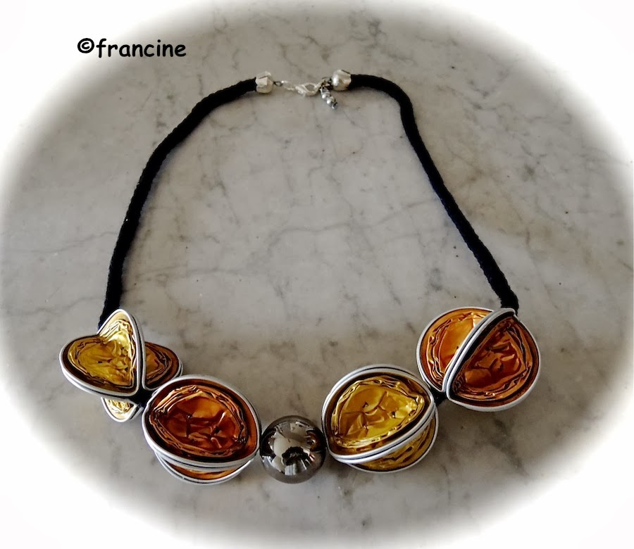 Francine bricole collier nespresso les capsules rouges - Creation avec capsule nespresso ...