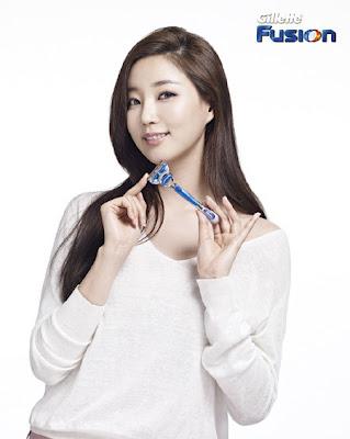 Kim Sa-rang anunciando maquinillas de Gillette