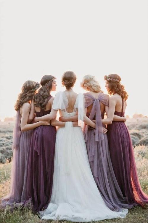 belle photo de mariée robe de mariée en dentelle robes de demoiselles d'honneur parme violet pourpre couleurs d'automne pour un mariage , belles femmes photographie de mariée