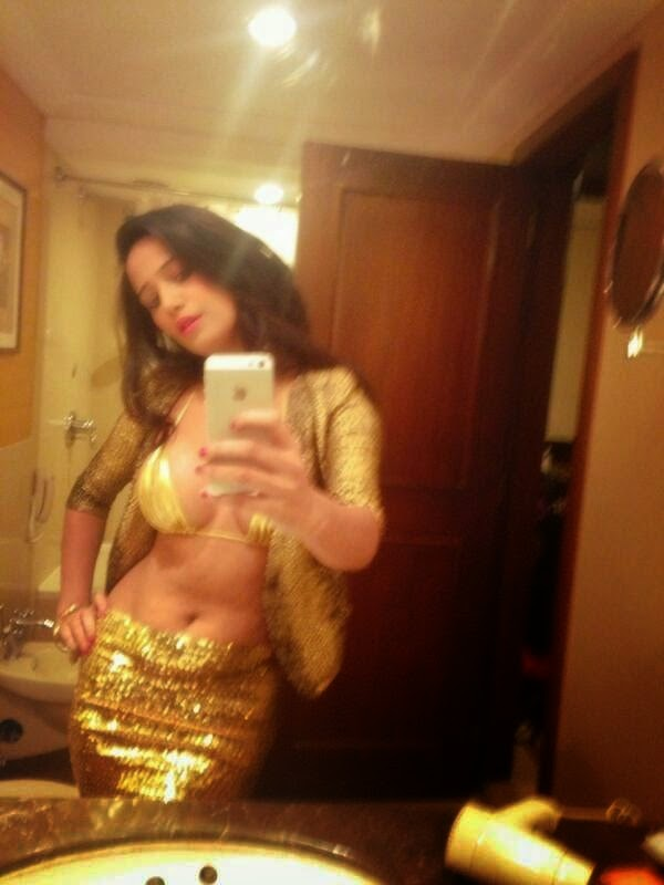Poonam Pandey is on the way of Sunny leone