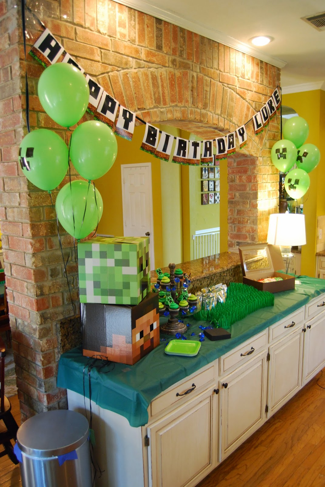 Momfessionals Lukes Minecraft Birthday Party
