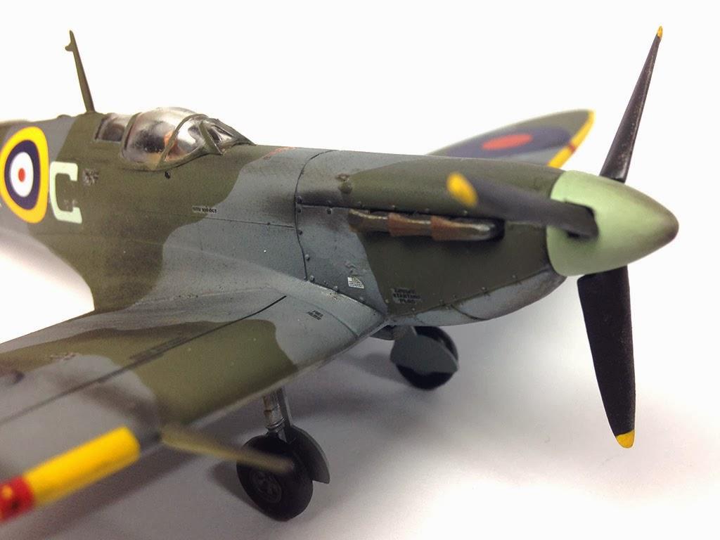 Close avro lancaster b mkiii special `dambuster`/b mki special `grand slam bomber` (plastic model) contents2