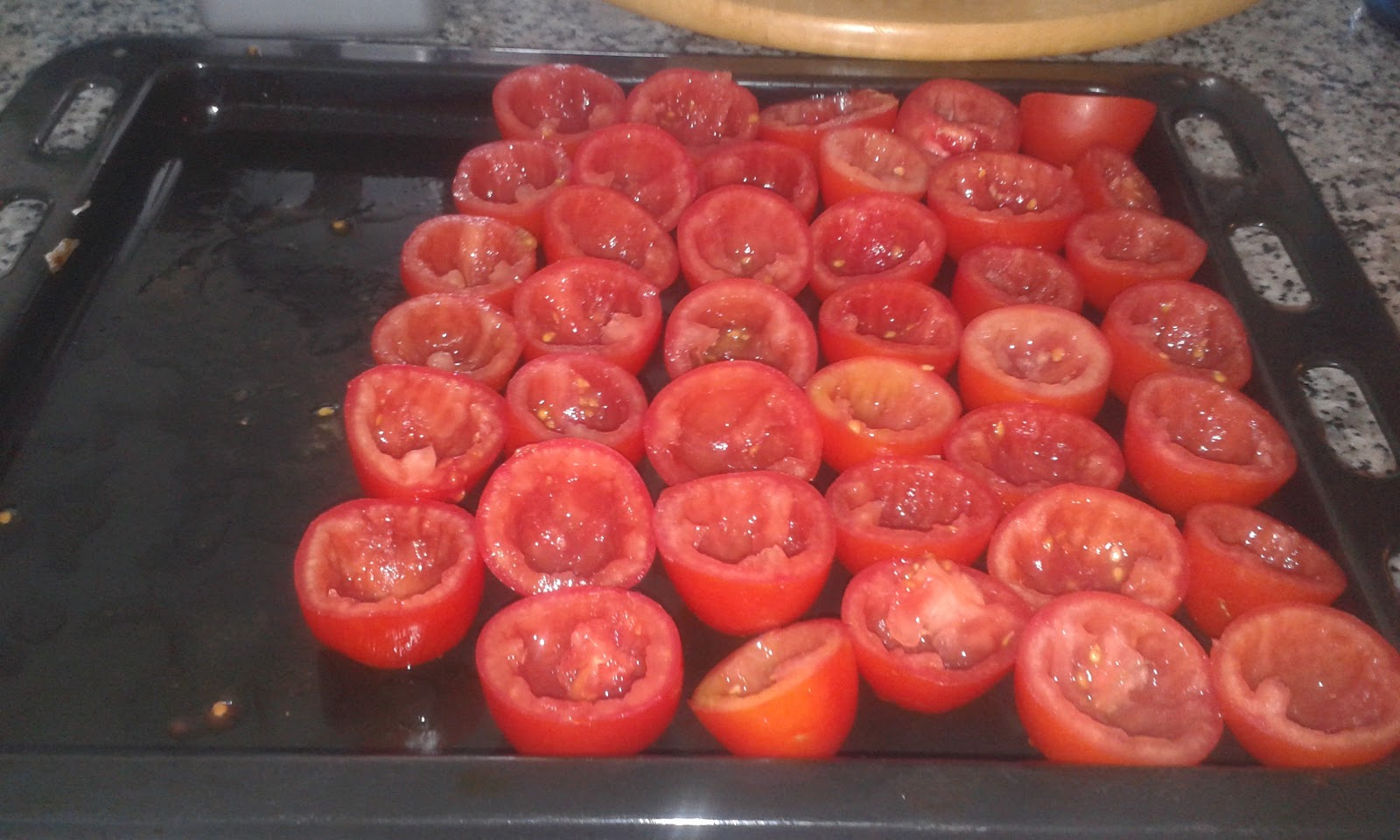 la cuisine de mamyl ne mes petites tomates au four. Black Bedroom Furniture Sets. Home Design Ideas