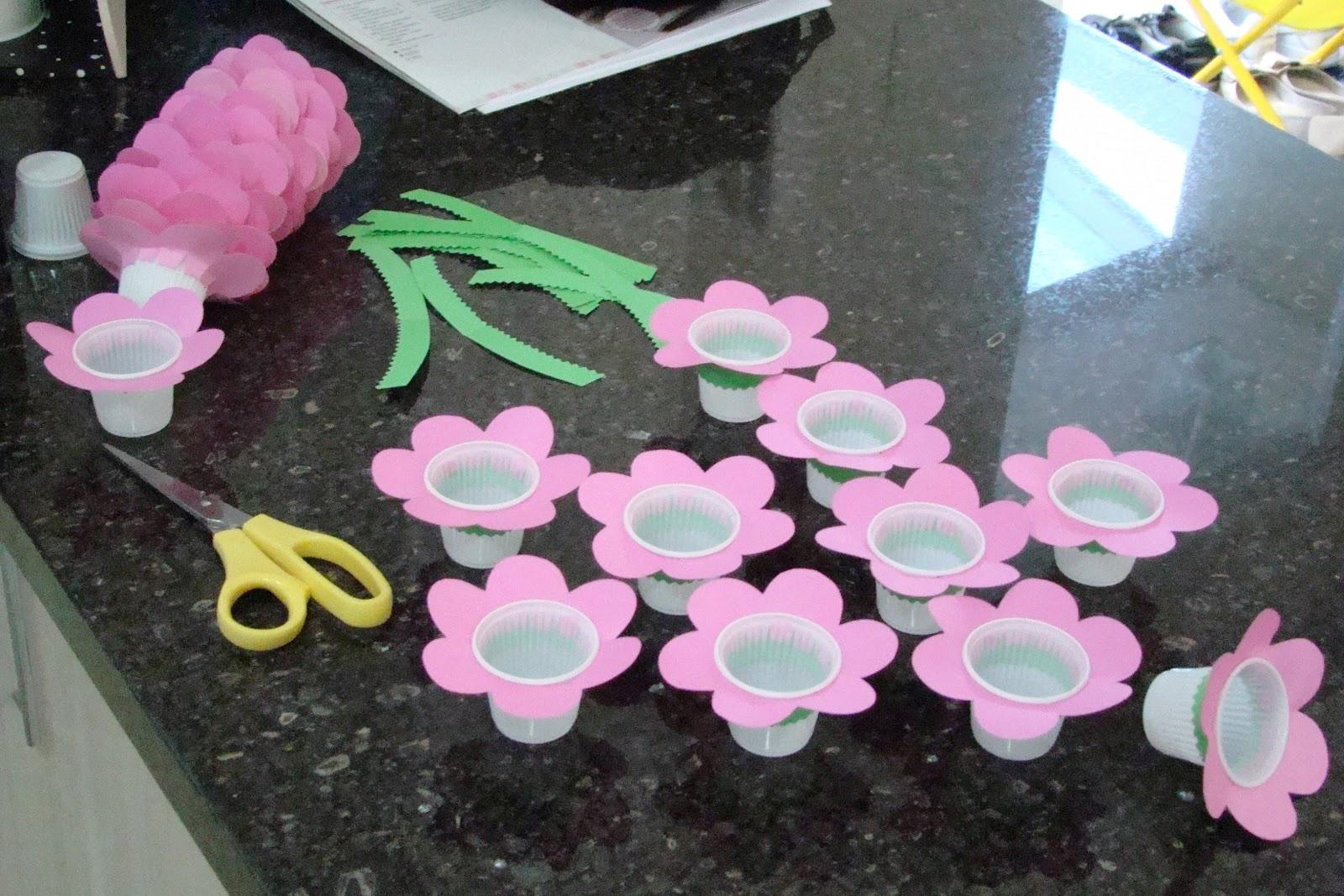 em forma de flor para colocar balinhas Super fáceis de fazer