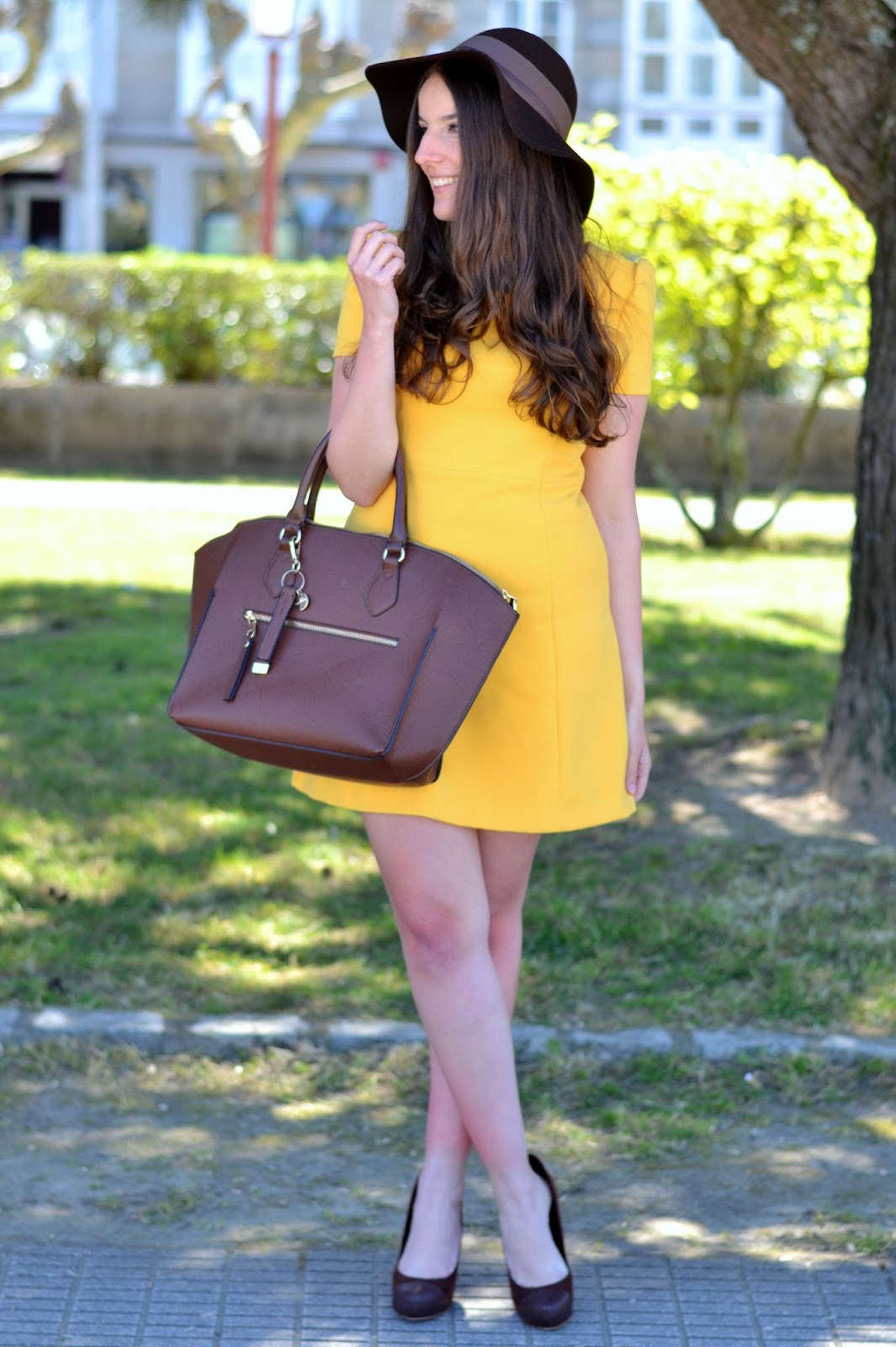 outftis yellow dress