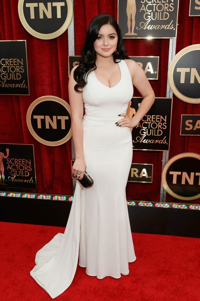 Ariel Winter shows off curves in a Zac Posen dress at 21st Annual SAG Awards in LA