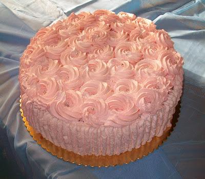 La casa di betty torta di rose rosa per festeggiare 60 anni for Decorazioni per torta 60 anni