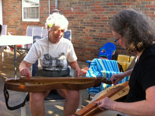 playing mountain dulcimer