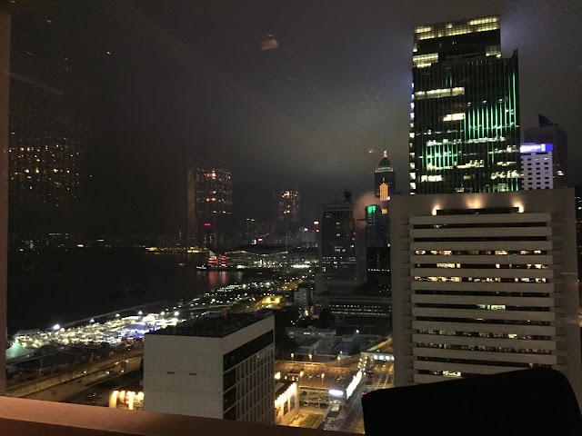 Mandarin Oriental Hong Kong,Hong Kong, Hong Kong Island, Cestování, Hong Kong na vlastní pěst, co dělat v hong kongu, what to do in hong kong, hong kong kristýna, kristýna vacková, travel blog, travelling, asia, blog, travel blog, fashion house cz hong kong, hong kong, blog about hong kong, expat hong kong, hongkong, hongkong na vlastní pěst, hongkong bez cestovky, co dělat v hongkongu, Stanley market, Stanley, Trhy Stanley Hongkong, hong kong art, shopping hong kong, nákupy v hongkongu, central and western district promenade, shopping in hong kong, holiday in hong kong, dovolená hongkong, hongkong ostrov, hongkong hlavní ostrov, hong kong main island, the peak tram hong kong, the peak, mandarin oriental bar hong kong,