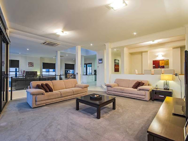 Picture of large living room with three sofas